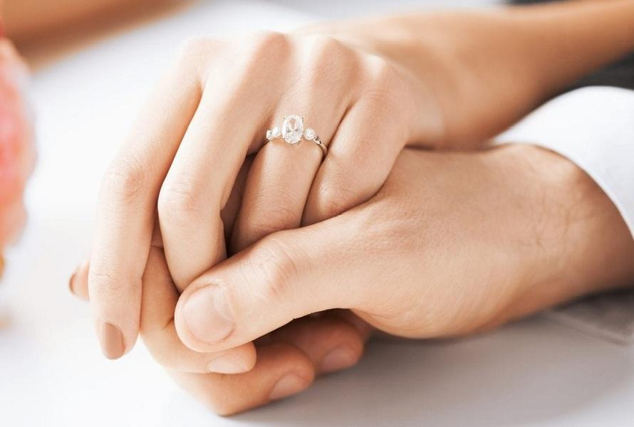 Why Are Wedding Bands Worn on the Left Hand